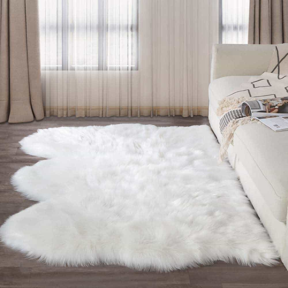 LEEVAN Plush Sheepskin Style Throw Rug